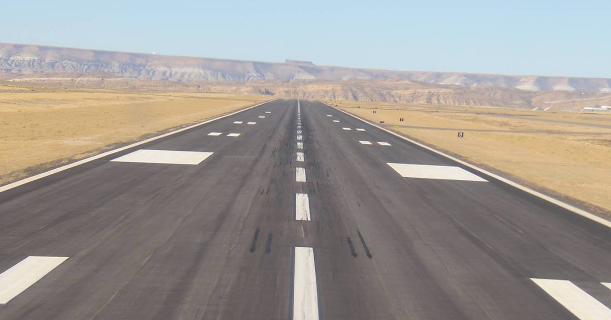 Sweetwater County Commissioners Sign Letter of Support for Airport Grant