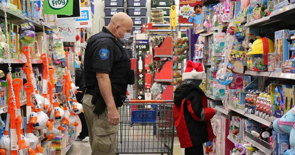 Sweetwater County Shop With a Cop Event a Success