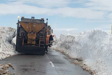 PHOTOS: WYDOT Crews are Working to Reopen I80 after Snowstorm