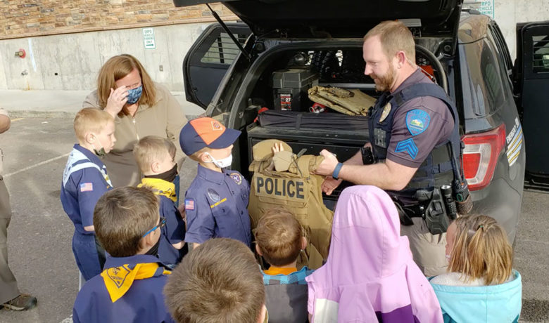 Boy Scouts Tour the Green River Police Department